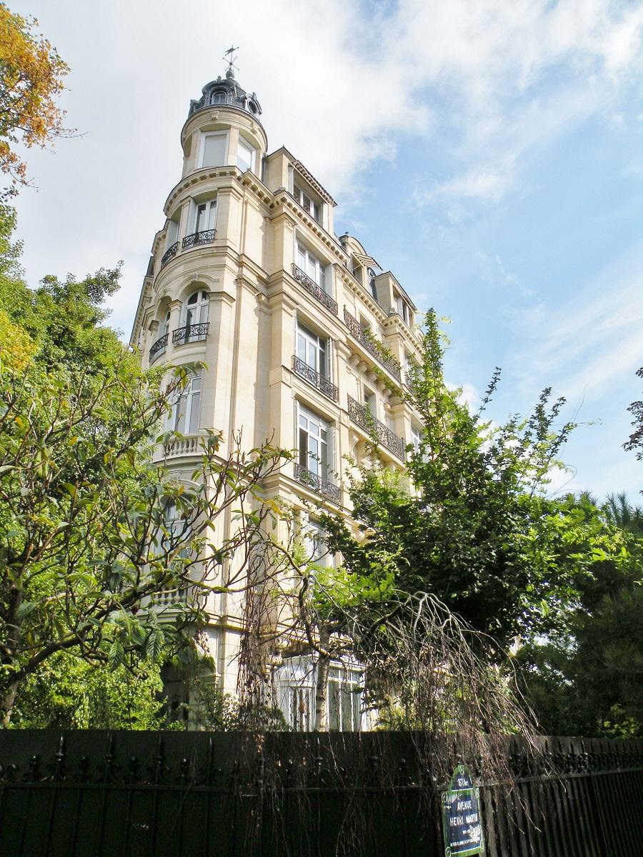 immeuble d'angle entre les avenues Henri Martin et Boulevard Lannes