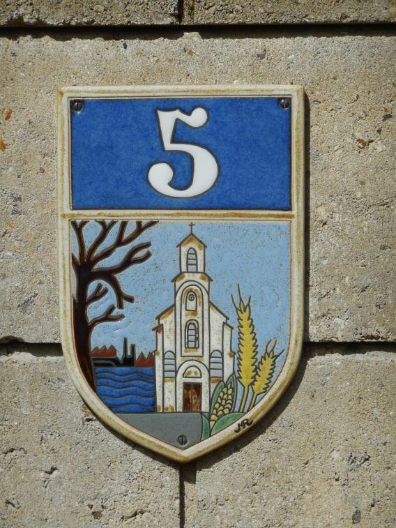 plaque de rue representant l'abbaye de Fontenay