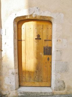 vieille porte à Ferrieres