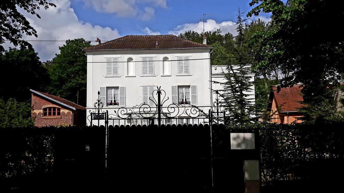Ancienne maison des Martin du Gard .ML.jpg