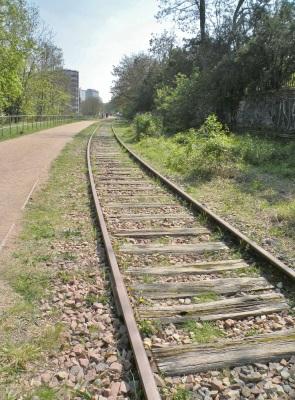 promenade le long de la voie ferrée 15e