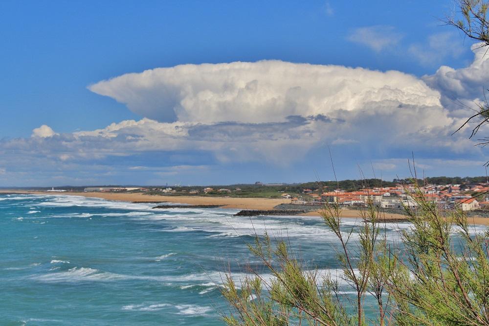 vue sur les plages d'Anglet depuis le phare de Biarritz.JPG