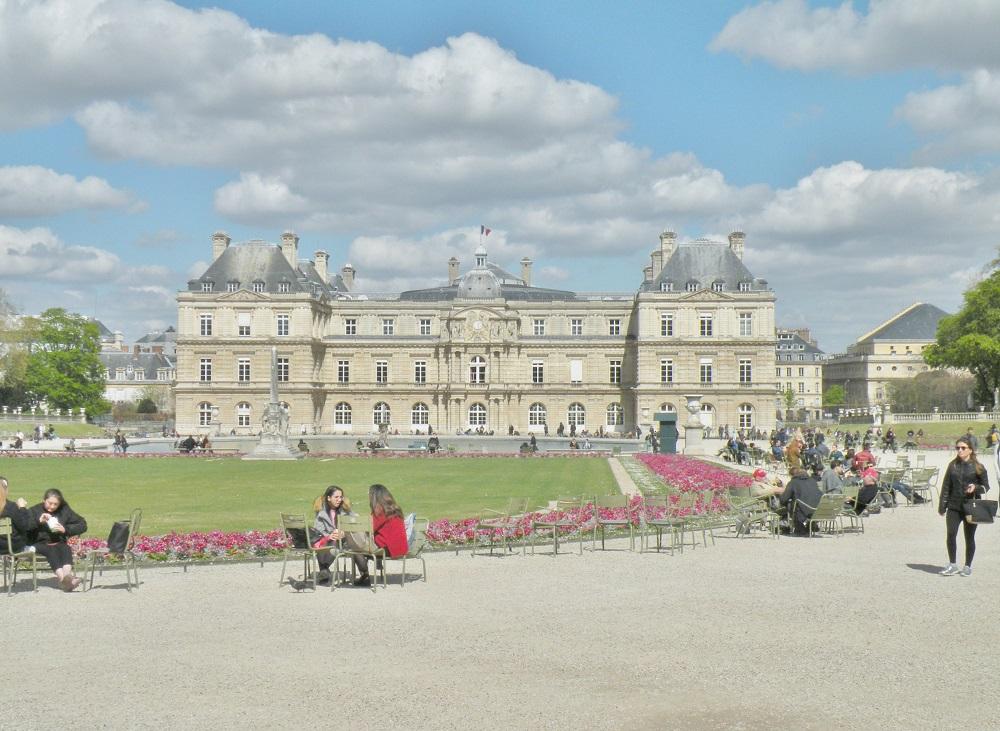 Le Sénat et le jardin du Luxembourg.JPG
